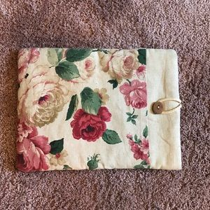 "Accessories - SPRING CLEANING SALE 15"" Floral Laptop Cover"
